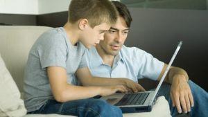 Padre e hijos-tecnología